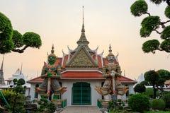 Gigantów strażnicy w świątyni Bangkok, Tajlandia obrazy stock