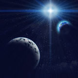 Gigant blauwe planeet en Aarde in ruimte Stock Foto's