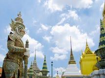 Gigant przy Szmaragdową Buddha świątynią Zdjęcie Stock