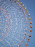 Giganta Ferris koło przeciw niebieskiemu niebu Obraz Stock