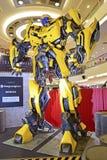 Giganta model Bumblebee od transformatorów zdjęcia royalty free