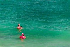 Giganta Różowy flaming Nadmuchiwany przy d Ana plaża, Lagos, Portugalia zdjęcie royalty free