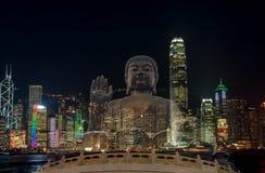 Gigante Buda de la exposición doble que se sienta en loto en Hong Kong, noche Imagen de archivo