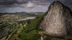 Gigante Buddha che scolpisce su una montagna Fotografia Stock Libera da Diritti