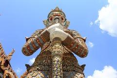Gigante con el cielo azul Foto de archivo libre de regalías