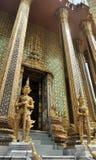 Gigante dourado de Yaksa na decoração completa que guarda o templo real Fotografia de Stock