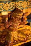 Gigante histórico tailandés en la noche Fotos de archivo libres de regalías