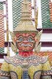 Gigante in Wat Phra Kaew Bangkok, Tailandia immagini stock libere da diritti