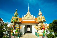 Gigantes gemelos en el funcionamiento de Wat A Imagen de archivo libre de regalías