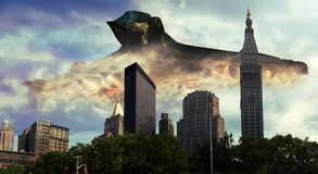 Alien visit. Gigantic and frightening alien spaceship over Manhattan Royalty Free Stock Photography
