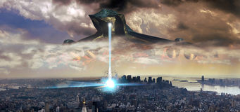 Alien visit. Gigantic and frightening alien spaceship over Manhattan, shooting a blue ray on the edifices Royalty Free Stock Image