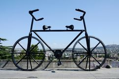 Gigantische Fahrradstatue in Tiflis, Georgia stockbild