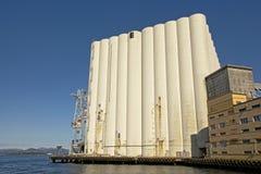 Gigantische korrelsilo in de haven van Stavanger royalty-vrije stock afbeelding