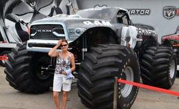 Gigantisk lastbil på den Woodward drömkryssningen Royaltyfria Bilder