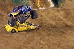 gigantisk tvångstankelastbil Arkivfoto