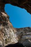 Gigantiska havsgrottor i Malta Arkivbilder