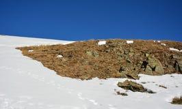 Gigantiskt berg i vintern Arkivfoto