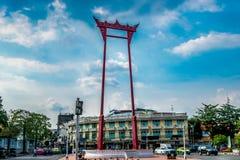 Gigantyczna czerwieni huśtawka przy Watem Suthat Zdjęcie Royalty Free