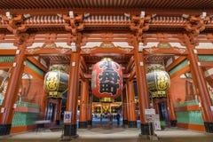 Gigantyczna Czerwona lampa Sensoji świątynia w Tokio, Japonia Zdjęcie Royalty Free