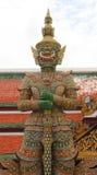 Gigantyczna demonu strzeżenia statua przy Watem Phra Kaew Fotografia Royalty Free