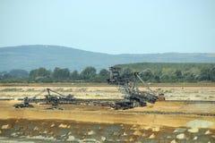 Gigantyczna ekskawatoru głębienia węgla otwartej jamy kopalnia węgla obraz stock