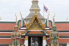 Gigantyczna rzeźba przy Uroczystym pałac Zdjęcie Stock