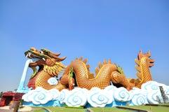 Gigantyczna smok statua z niebieskim niebem Zdjęcia Royalty Free