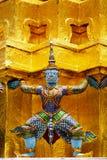 Gigantyczna statua w szmaragdowym świątynnym Bangkok Thailand Obrazy Stock