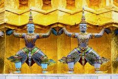 Gigantyczna statua w szmaragdowym świątynnym Bangkok Thailand Fotografia Stock
