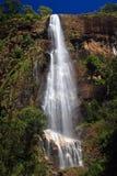 Gigantyczna tropikalna siklawa Bambarakanda Zdjęcie Royalty Free