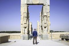Gigantyczne lamassu statuy chroni bramę Wszystkie narody w antycznym Persepolis, kapitał Achaemenid imperium w Shiraz, Iran Fotografia Royalty Free