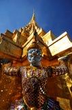 Gigantyczne statuy przy Uroczystym pałac lub świątynią Szmaragdowy Buddha Zdjęcia Royalty Free