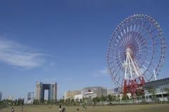 Gigantyczni colourful toczą wewnątrz Tokyo miasto Obrazy Stock