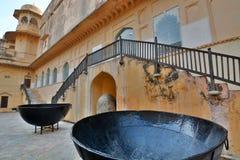 Gigantyczni garnki Amer pałac lub Amer fort () jaipur Rajasthan indu Obrazy Royalty Free