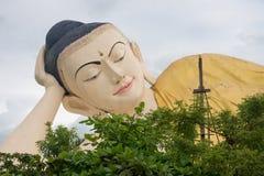 Gigantyczny łgarski Buddha w bago Myanmar obraz royalty free