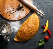 Gigantyczny mięsny pasztecik z ptysiowym ciastem zdjęcie stock