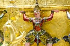 Gigantyczny opiekun przy Szmaragdową Buddha świątynią Fotografia Royalty Free