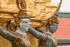 Gigantyczny opiekun w Wata Phra Kaew świątyni fotografia royalty free