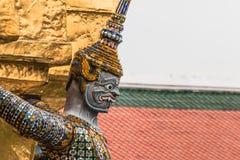 Gigantyczny opiekun w Wata Phra Kaew świątyni zdjęcia stock