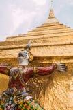 Gigantyczny opiekun w Wata Phra Kaew świątyni zdjęcie stock