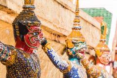 Gigantyczny opiekun w Wata Phra Kaew świątyni fotografia stock