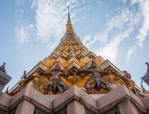 Gigantyczny opiekun w Wata Phra Kaew świątyni zdjęcie royalty free