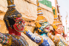 Gigantyczny opiekun w Wata Phra Kaew świątyni obrazy stock