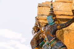 Gigantyczny opiekun w Wata Phra Kaew świątyni obraz stock