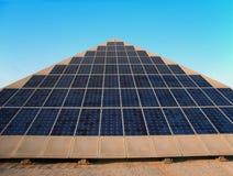 gigantyczny paneli słonecznych Zdjęcia Royalty Free