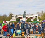 Gigantyczny pchli targ w Monachium Niemcy Fotografia Stock
