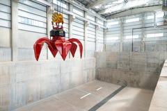 Gigantyczny przemysłowy dźwigowy unosić się Zdjęcia Royalty Free