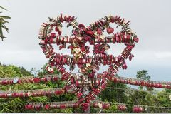 Gigantyczny serce robić z miłość kędziorków obrazy royalty free