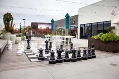 Gigantyczny szachy przy Pacyficznym miastem obrazy stock