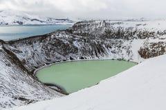 Gigantyczny wulkan Askja oferuje widok przy kraterów dwa jeziorami Mały, turkus jeden dzwoni Viti i zawiera ciepłego geotermiczne Zdjęcia Stock